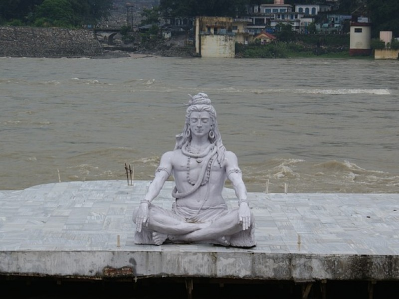 Siddharta statue in India. Yoga retreat La Tejana